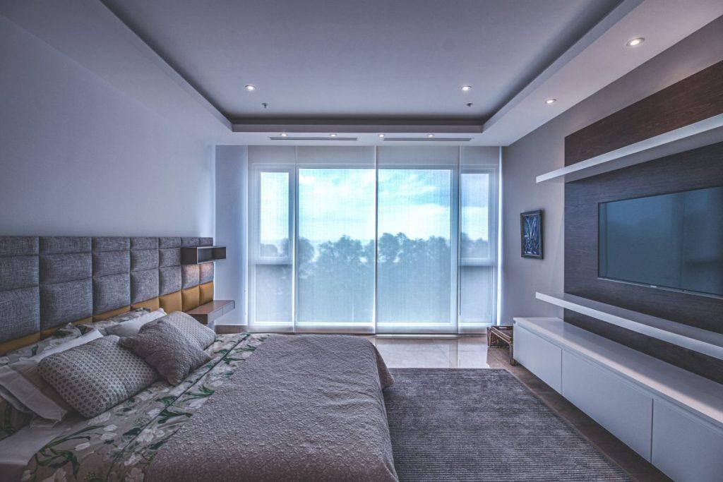 De ce sa alegi cuverturi de pat gri pentru dormitorul tau?